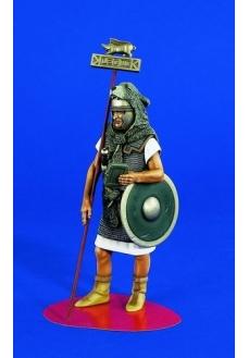 Figurina legionar roman purtator de drapel, 120mm