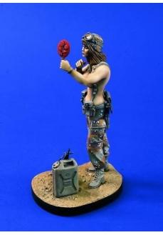 Figurina Miss Furtuna in Desert, 120mm