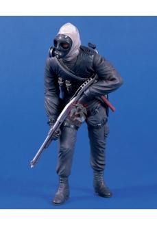 Figurina soldat SAS cu arma de control a revoltelor, 120mm